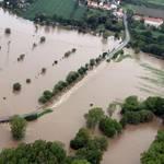 Die Landtraße 192 zwischen Reuden und Ostrau zum Hochwasser 2013 [(c) Gemeinde Elsteraue]